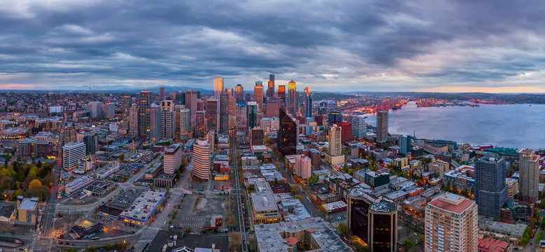 Panoramic aerial view of the city of Seattle, USA