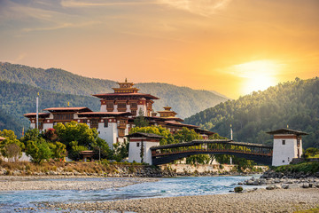 The famous Punakha Dzong in Bhutan Fototapete