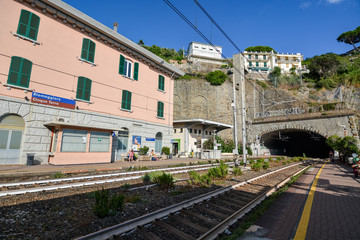Foto op Plexiglas Stadion RIOMAGGIORE, ITALY - August 15, 2019: The train station and the train tracks at Riomaggiore at Cinque Terre