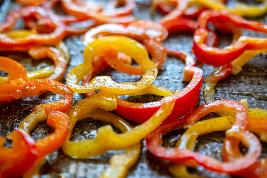Selective focus of roasted red and yellow bell pepper in tray