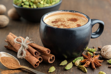 Cup of healthy ayurvedic masala tea or coffee, hot chocolate with aromatic spices. Cinnamon sticks, cardamom, allspices and anise. Papier Peint