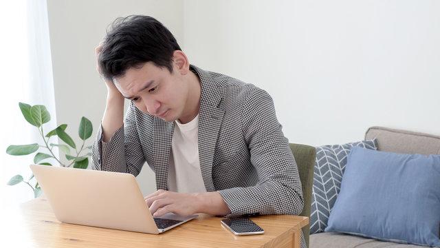 男性 パソコン 考える