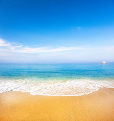 Fototapete - beautiful tropical beach and sea