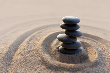 Photo sur Plexiglas Zen pierres a sable Balance stone with spa on the beach background
