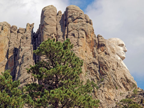 View from the Needles Highway of the sculpted profile of President George Washington in the Mount Rushmore National Monument, Keystone, South Dakota, U.S.A.