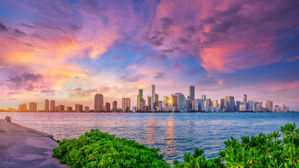 the skyline of miami while sunset Fototapete