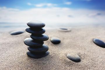 Fotorolgordijn Stenen in het Zand Balance stone with spa on blur beach and sea background