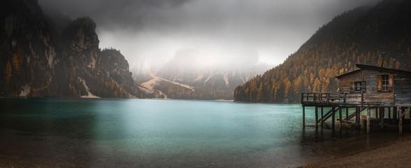 Fotorollo Grau Verkehrs lake and mountains