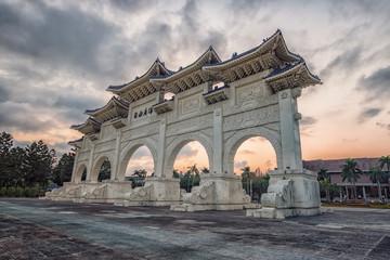 Fototapete - Liberty Square Arch in Taipei