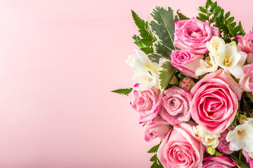 Beautiful and tender bouquet of flowers in the hat box, nice present concept Fotobehang