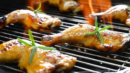 Fototapete - Grilled chicken on the flaming grill .