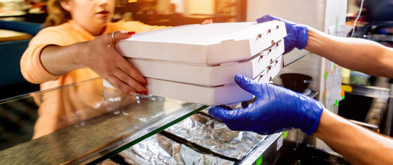 Tuinposter Pizzeria Tasty pizza in the delivery boxes. Kitchen.