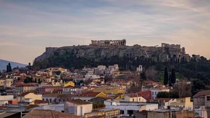 Fotomurales - Tag zu Nacht Timelapse Ansicht der Plaka, die Altstadt von Athen mit dem Parthenon Tempel auf der Akropolis, Griechenland