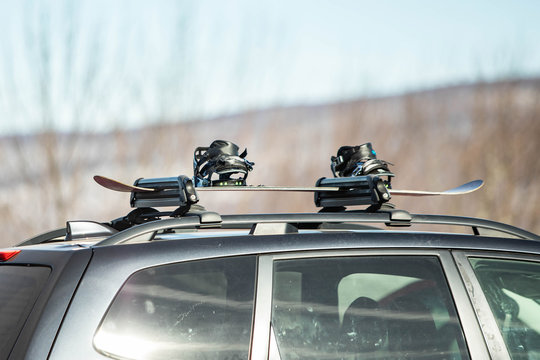 Car hood mount for skies and snowboards with snowboard nobody
