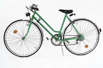 Papiers peints Velo An old retro looking green vintage city bicycle for women, isolated o white background. Side view