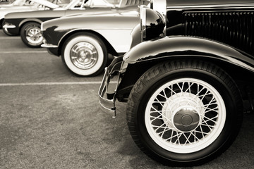 Fotomurales - Classic cars parked in a row on the street