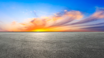 Fotorollo Dunkelgrau Empty race track and beautiful colorful clouds landscape at sunset,panoramic view.