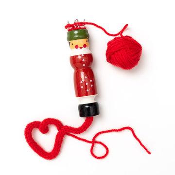Stricklisel mit roter Wolle und Herz