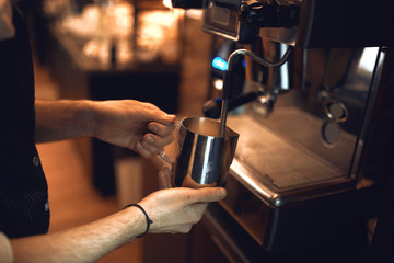 Spoed Foto op Canvas preparation method. male barista preparing coffee using machine in the cafe, close up side view photo
