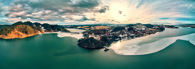 Obraz Beautiful panoramic aerial drone view to the Niedzica Castle also known as Dunajec Castle, located in the southernmost part of Poland in Niedzica, Nowy Targ County, Dunajec River, Lake Czorsztyn - fototapety do salonu