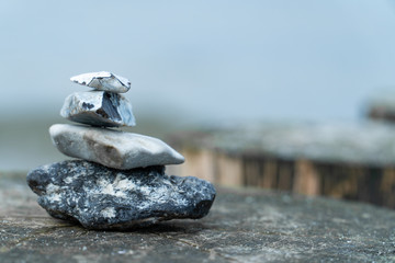 Photo sur Plexiglas Zen pierres a sable Stack of stones on a pier