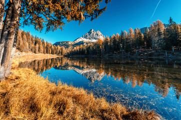 Fotomurales -  Scenic image of fairy tale Mountain lake under sunlit. Wonderful Antorno lake in sunny day. Famous location in Dolomites Alps . Italy. Amazing Autumn nature Landscape. Popular Travel destinations