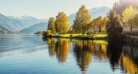 Fotomurales - Impressively beautiful Fairy-tale mountain lake in Austrian Alps. Breathtaking Scene. Panoramic view of beautiful mountain landscape in Alps with Zeller Lake in Zell am See, Salzburger Land, Austria