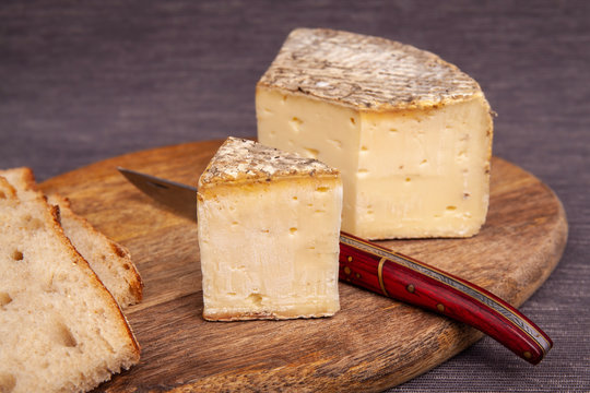 French cow's milk cheese called Tomme de Savoie