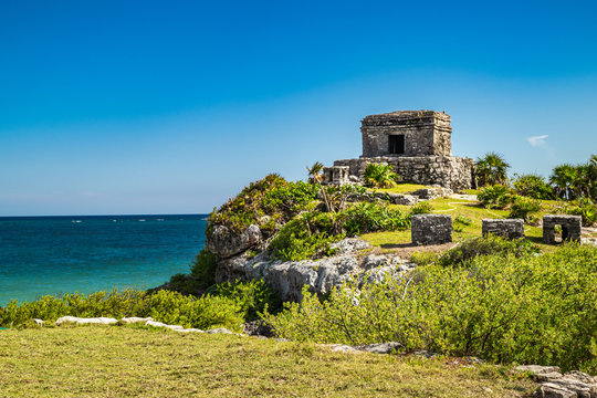 Picturesque Mayan ruins of Tulum archaeological site against deep blue backdrop of the Caribbean Sea. Quintana Roo, Mexico.