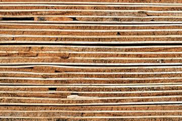 Konstruktionsholz-Struktur-Hintergrund: Verwitterter Querschnitt geschichteter Sperrholzplatten - Detail