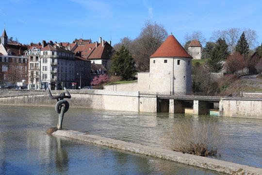 La rivière le Doubs dans la ville de Besançon - Ville de Besançon - département du Doubs - Région Bourgogne Franche Comté - France