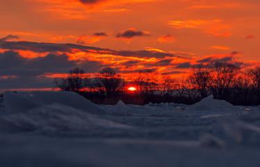 Papier Peint - frozen blured ice . abstract winter background at sunst.