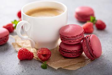 Aluminium Prints Macarons Raspberry macarons with fresh berries and coffee