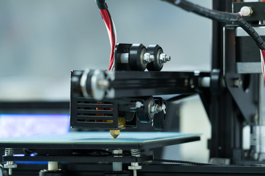 Extruder an table of 3d printer
