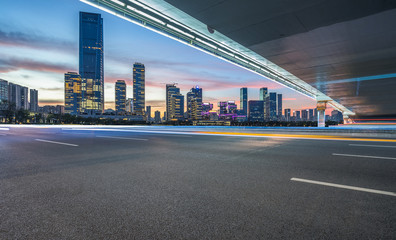 Fotomurales - cityscape and skyline of shanghai from empty asphalt road.