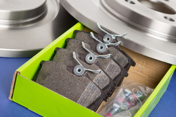 Boite de rechange de plaquettes  avec disques de freins auto