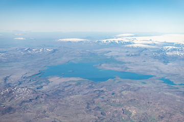 Door stickers Lavender Iceland bird's eye aerial high angle view of Thingvallavatn rift valley lake from airplane window above and snowcapped mountains