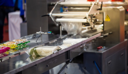 Automatic food packing machine in food industry