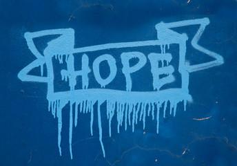 Fototapeta Grafitti street art słowo hope namalowane sprayem na niebieskiej ścianie obraz