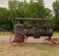 Ancienne machine à vapeur utilisée autrefois par les agriculteurs