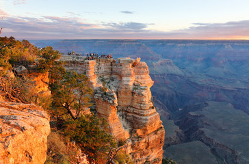Fototapete - Sunrise at Mather Point. Photo Shows a Group of Tourists Watching Sunrise at Mather Point which is famous for Sunrise.