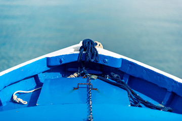 Proue de barque en bois