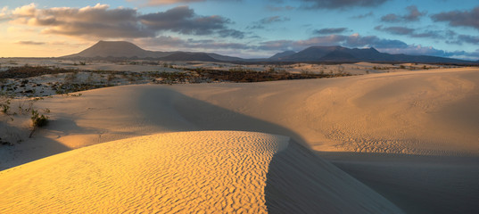 Photo sur Toile Iles Canaries Beautiful landscape of sand dunes in the National Park of Dunas de Corralejo , Canary Islands ,Fuerteventura.