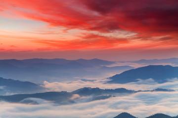 Photo sur Plexiglas Corail Misty dawn in the mountains. Beautiful landscape