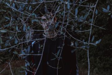 Photo d'un homme en forêt