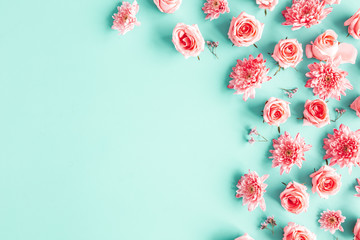 Foto auf Leinwand Blumen Flowers composition. Rose flowers on blue background. Valentines day, mothers day, womens day concept. Flat lay, top view, copy space