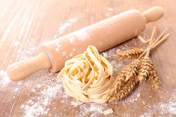 rolling pin with tagliatelle and wheat Papier Peint