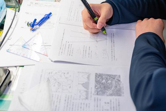 受験勉強 テスト勉強 宿題 予習 復習 学習 イメージ 数学