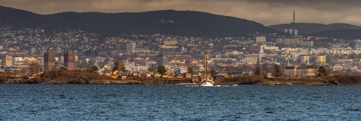 Widok na Oslo stolicę Norwegii z miasta Nesoddtangen