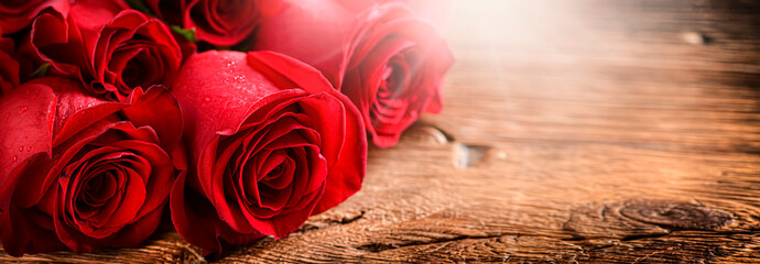 Foto op Aluminium Roses Red roses on vintage old wooden board. Valentines day web wide rose banner